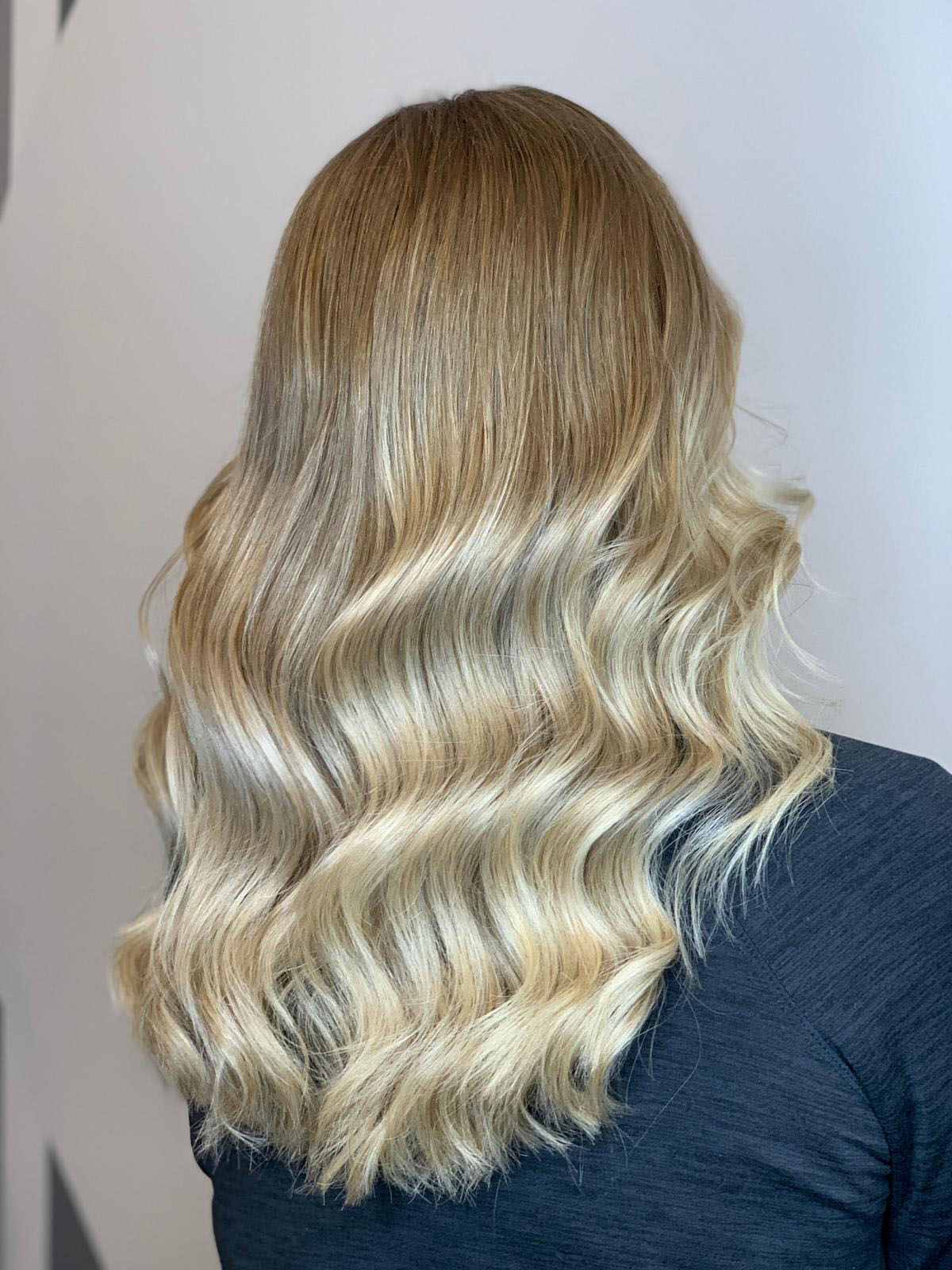 blonde-wave-hair-styling-chicago